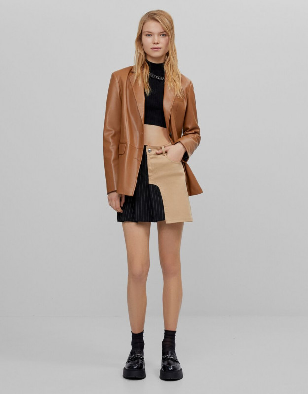 Tailored fit mini skirt with contrast detail