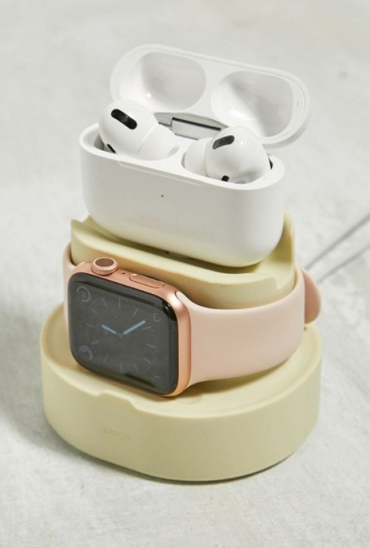 Elago Cream 2 in 1 Apple Watch and Airpods Pro Charging Dock
