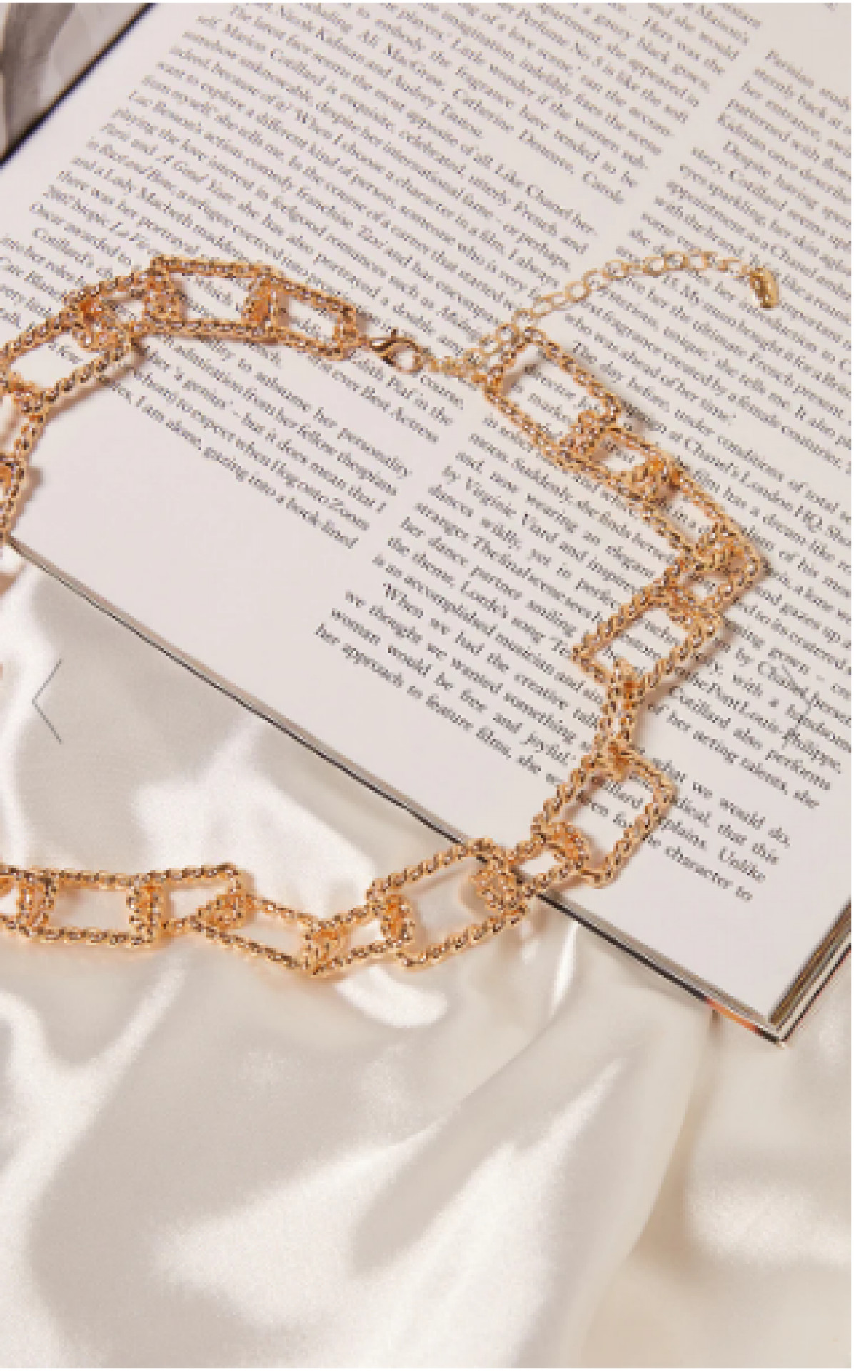 GOLD TEXTURED SQUARE CHAIN CHUNKY NECKLACE