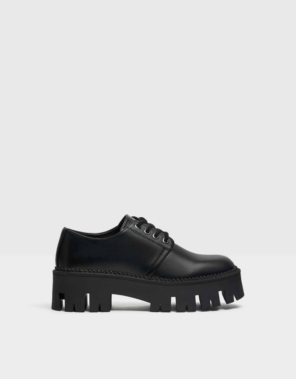 Flat platform shoes with track soles