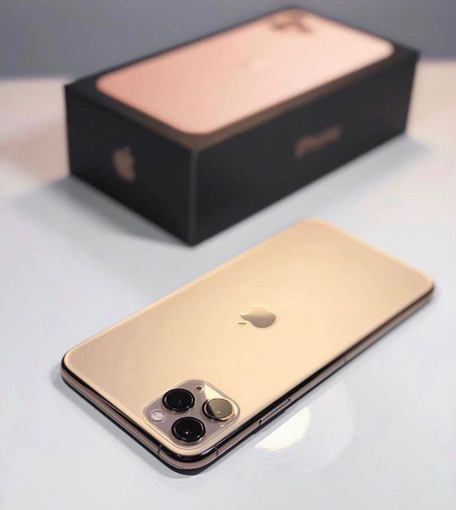 BRAND NEW GOLD IPHONE 11 PRO MAX