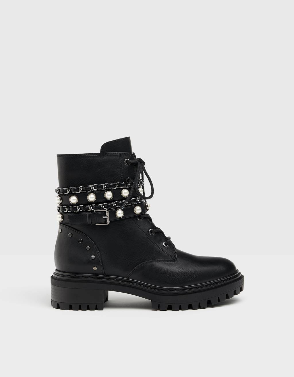 Flat ankle boots with chain and faux pearl details.