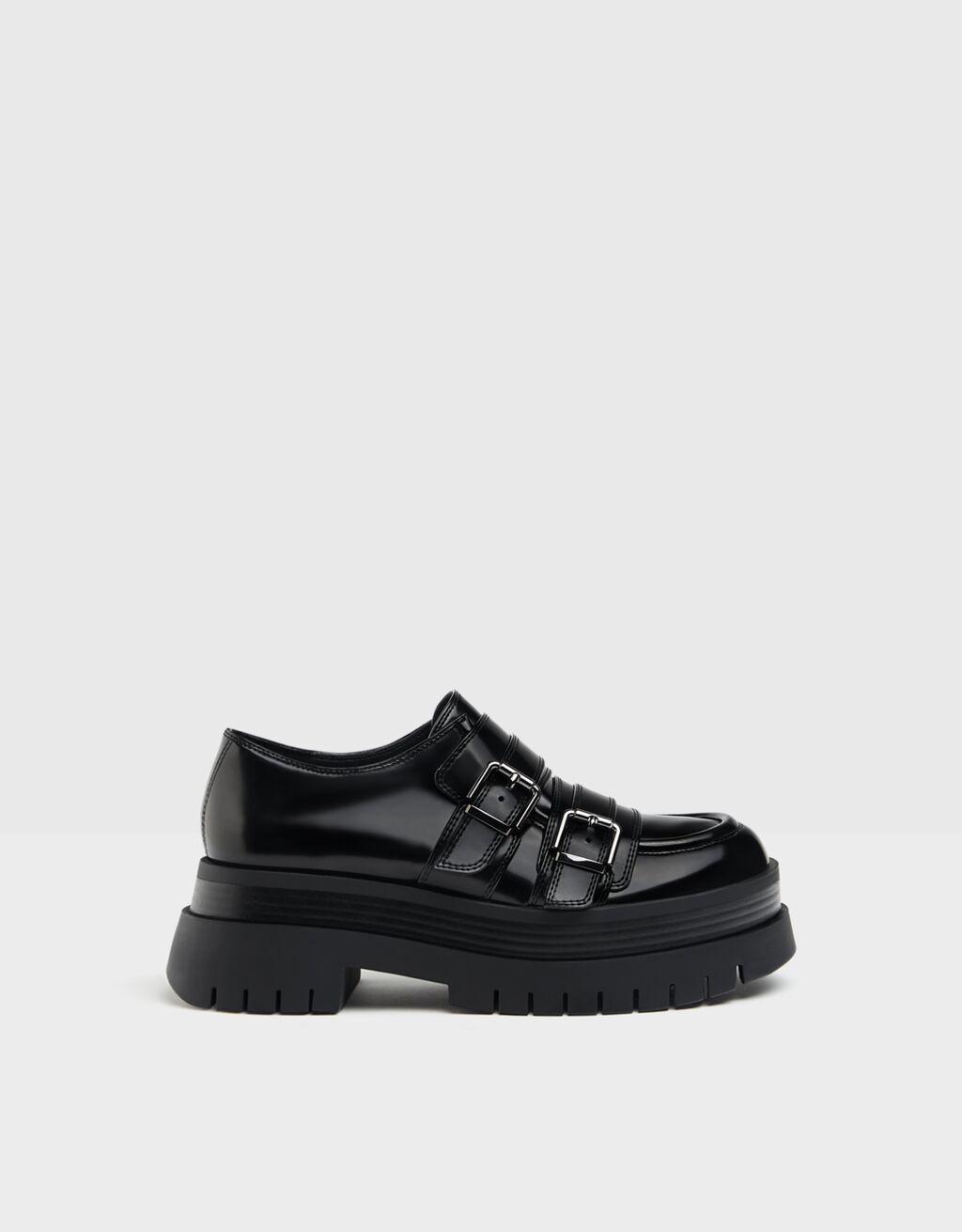 Flat XL platform shoes with buckles